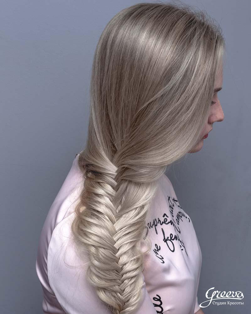 Американский блонд смотрится одинаково хорошо, как на накрученных волосах так и на прямых