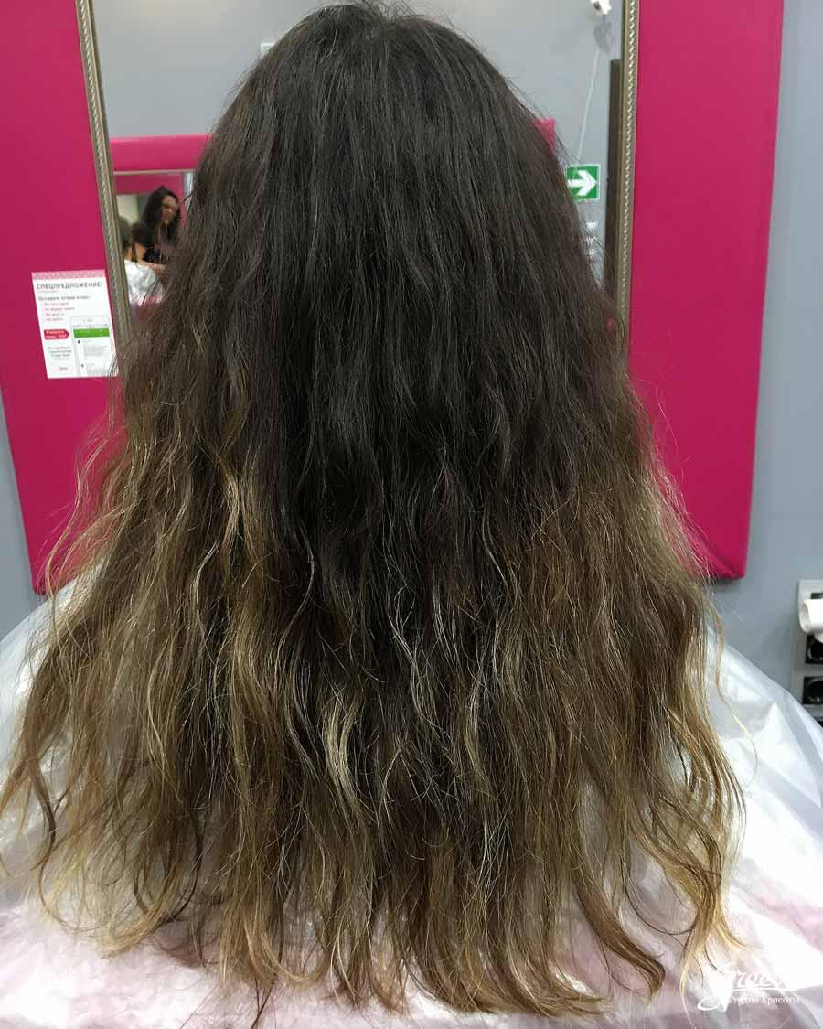 исходный цвет волос, темные корни желтые концы
